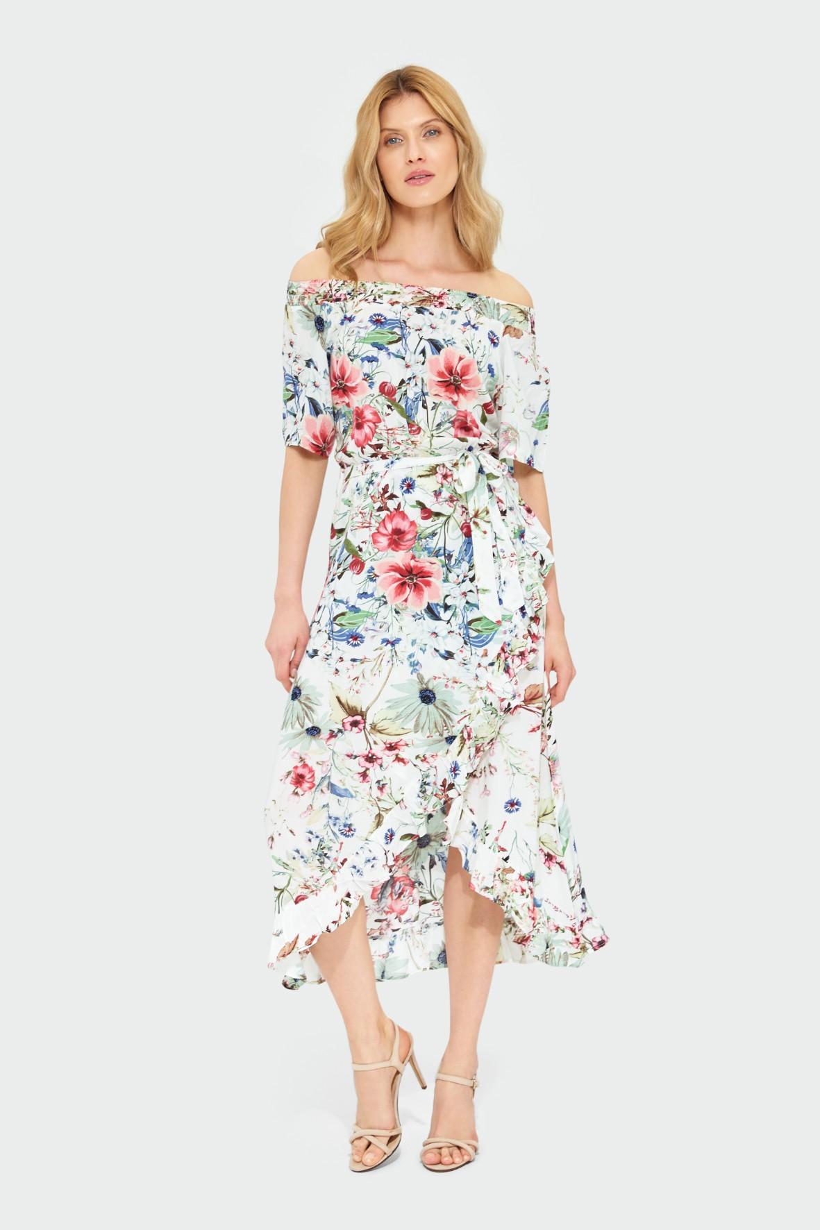 Biała wiskozowa sukienka z kwiatowym nadrukiem typu hiszpanka z falbanami