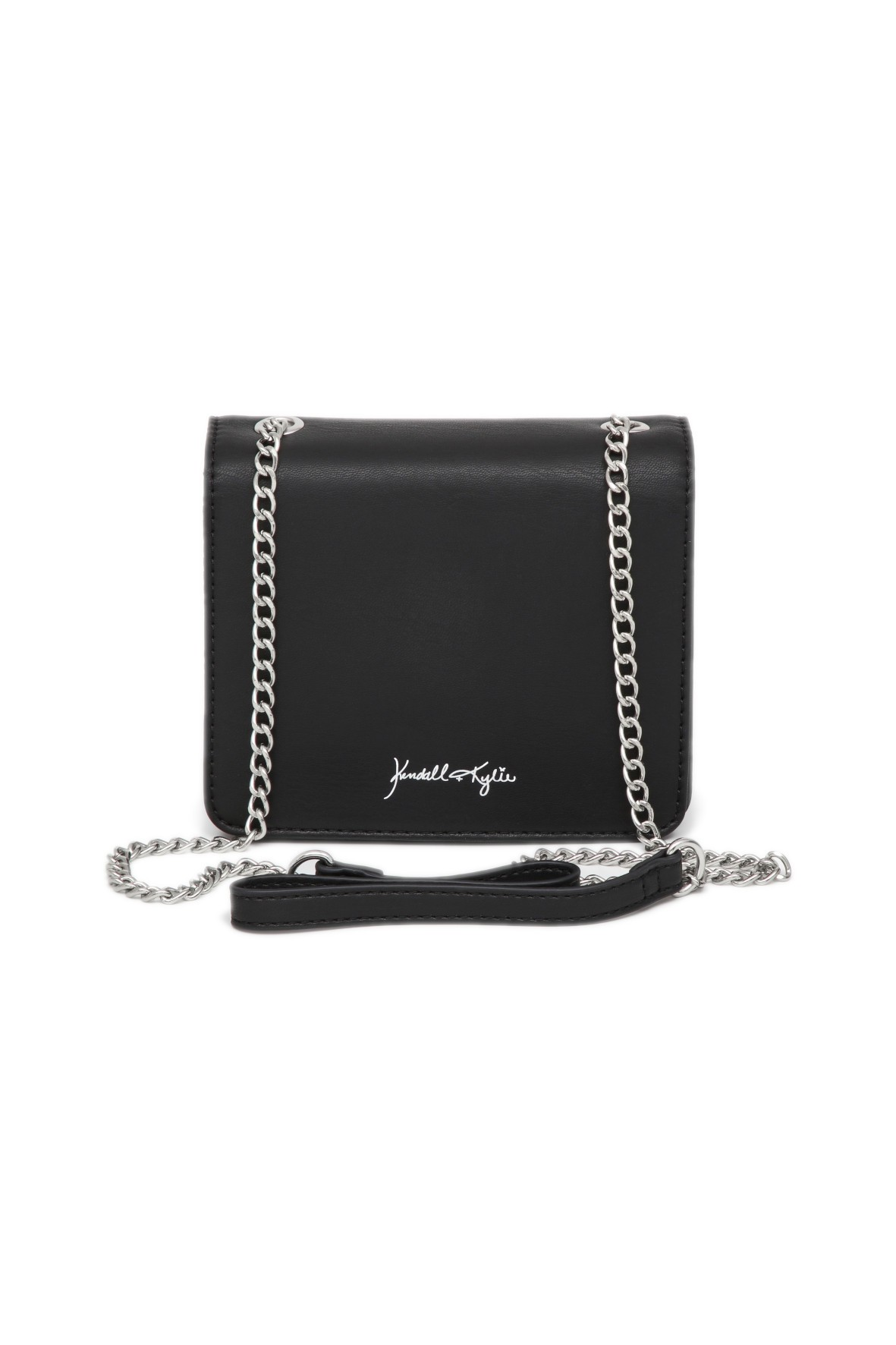 Czarna, prostokątna torebka na srebrnym łańcuszku