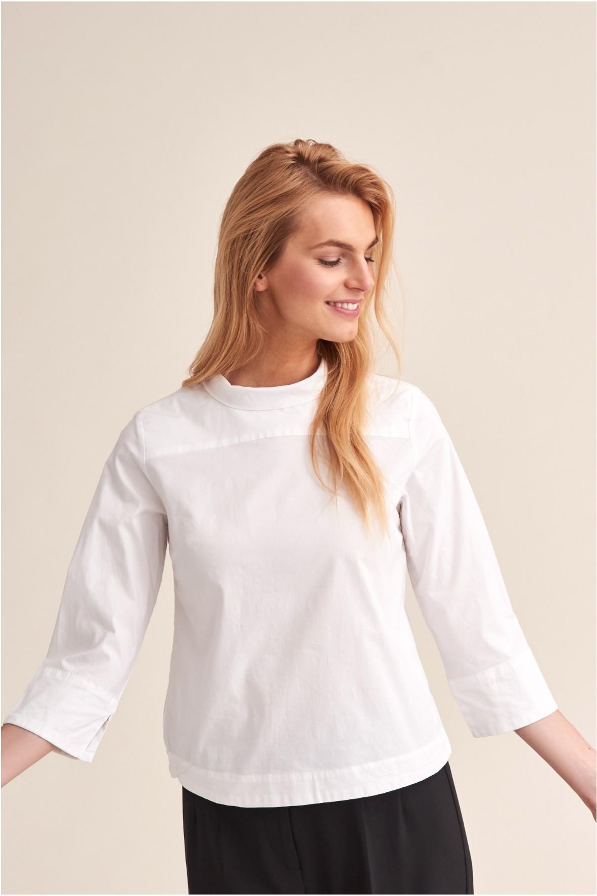 Bluzka tkaninowa ze stójką- biała