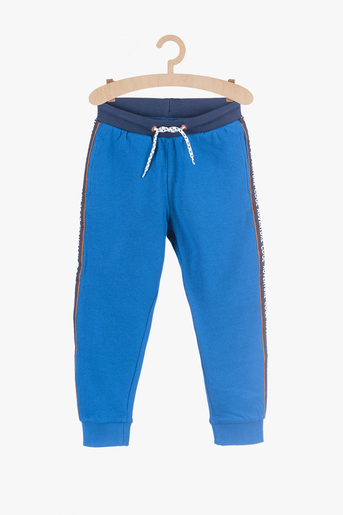 Niebieskie spodnie dresowe dla chłopca