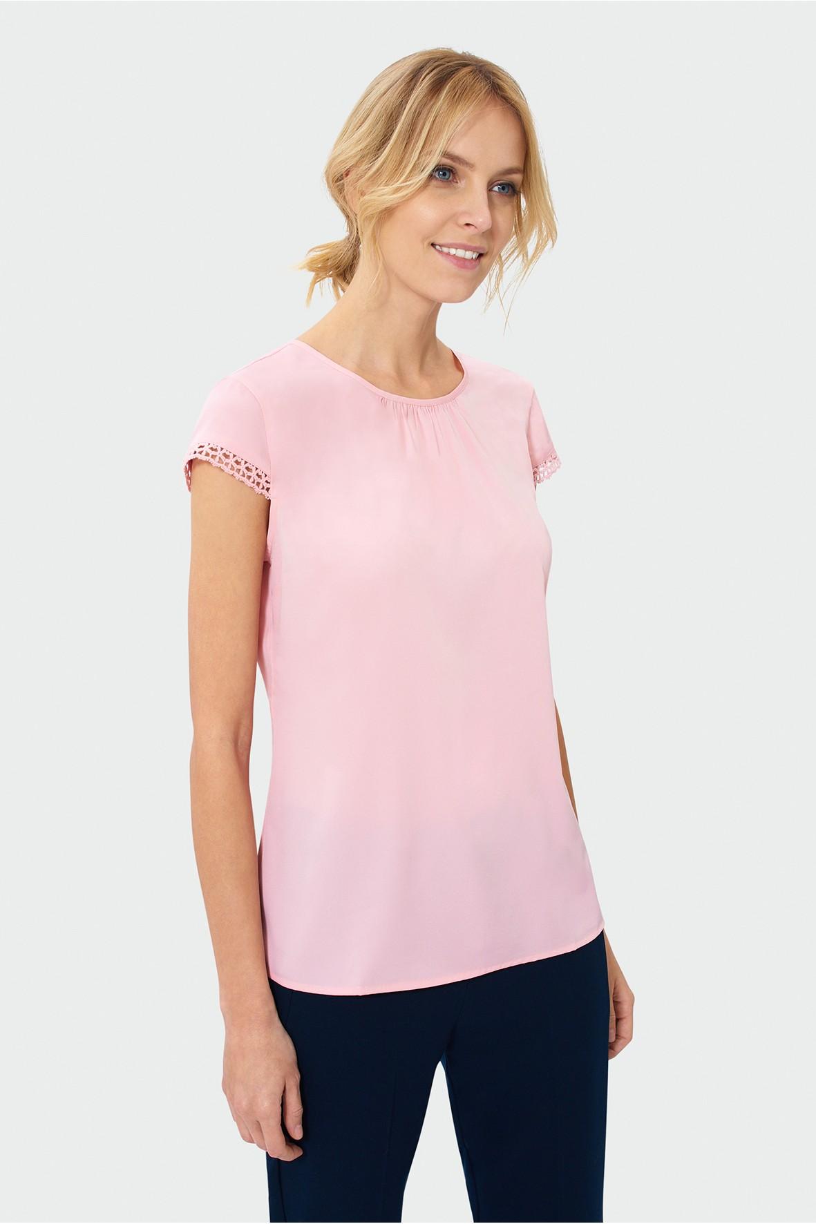 Różowa bluzka damska z koronką przy rękawkach
