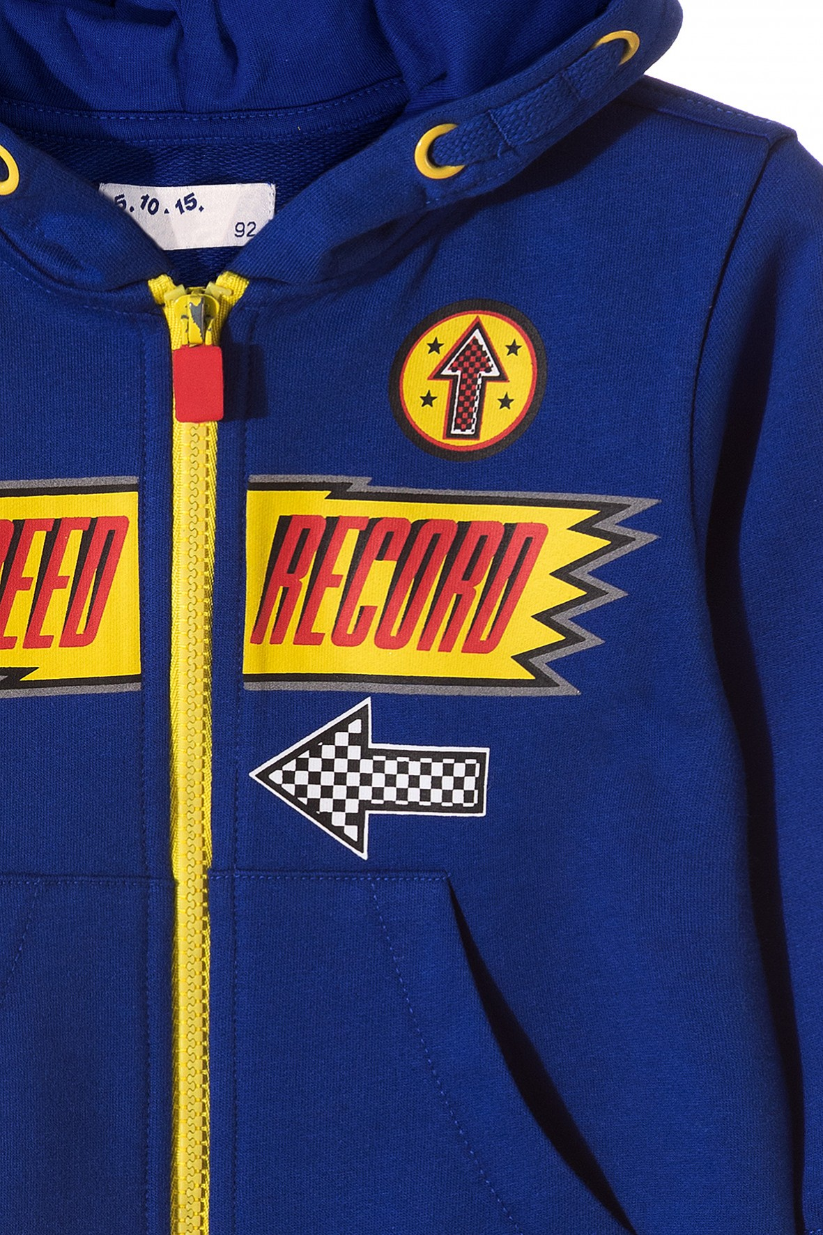 a697d9f424738 Niebieska bluza dresowa ze sportowymi nadrukami z przodu kieszenie.