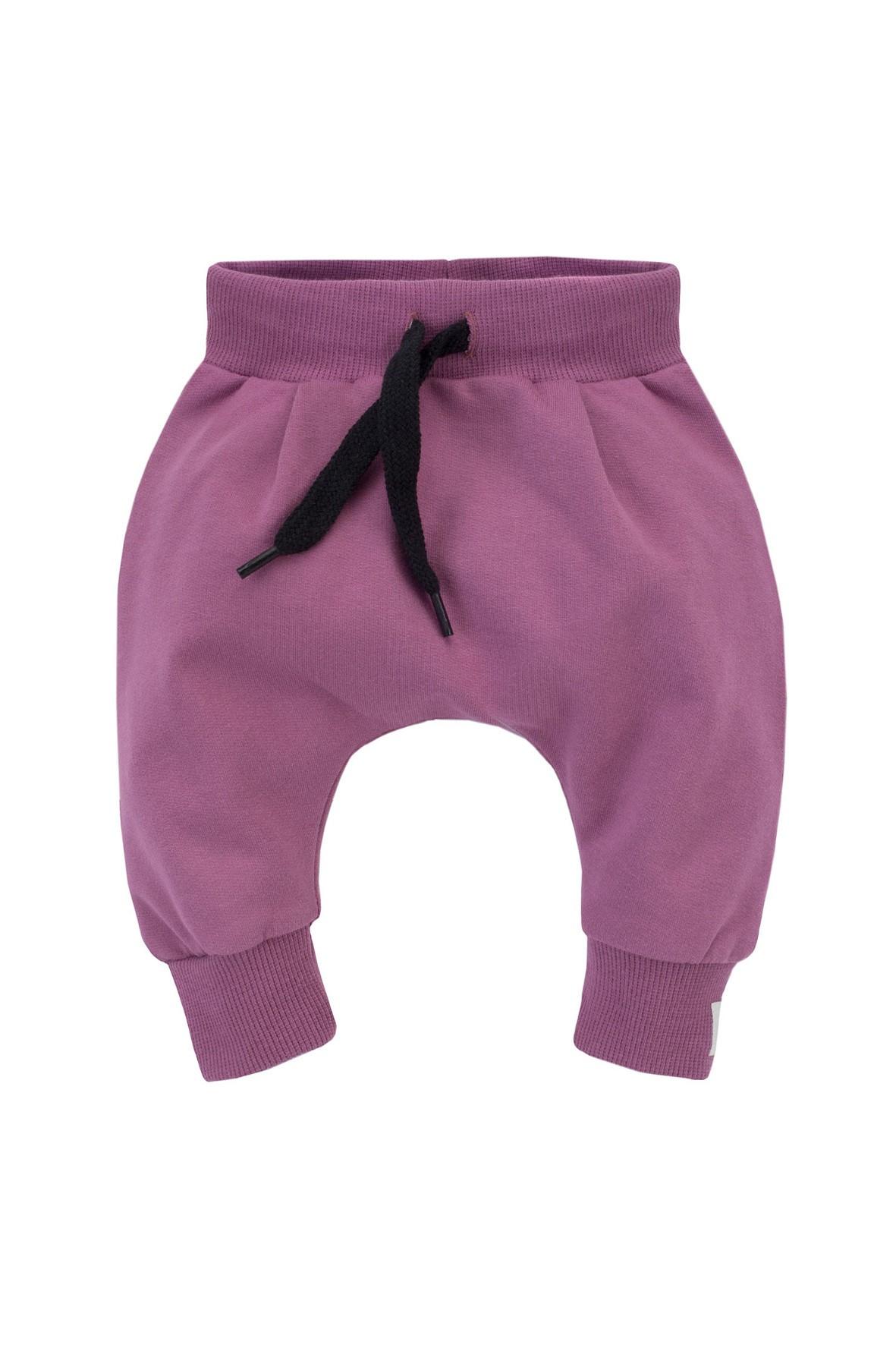 Dziewczęce spodnie pumpy z różowej dresówki