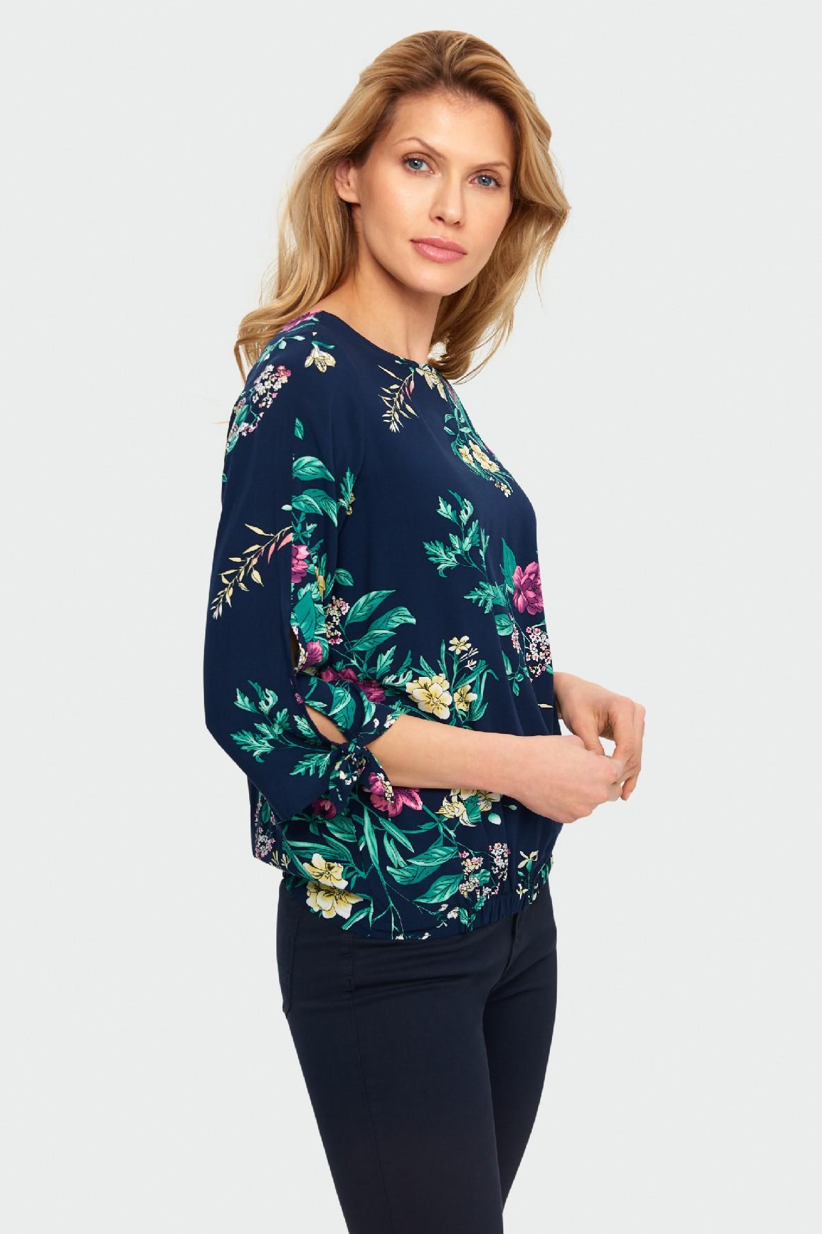 Bluzka damska z motywem kwiatowym