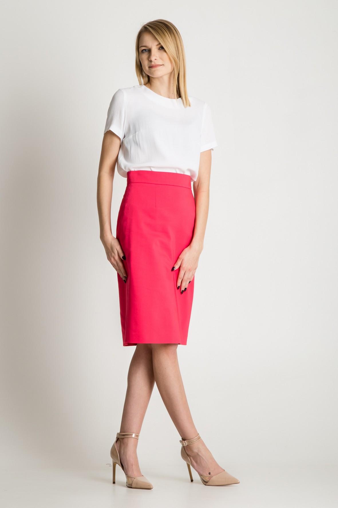 Ołówkowa spódnica w kolorze różowym