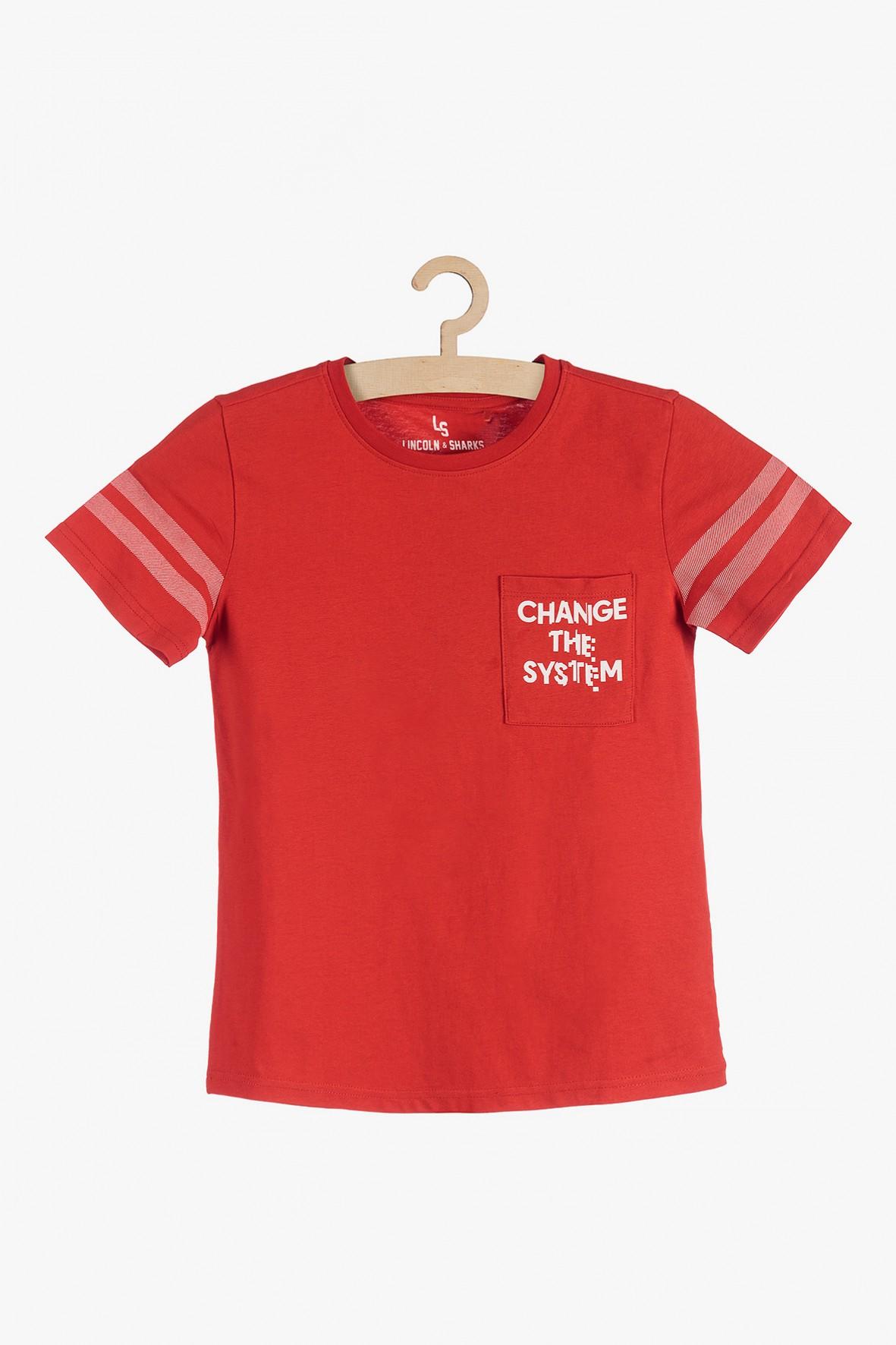 Czerwony t-shirt chłopięcy z kieszonką