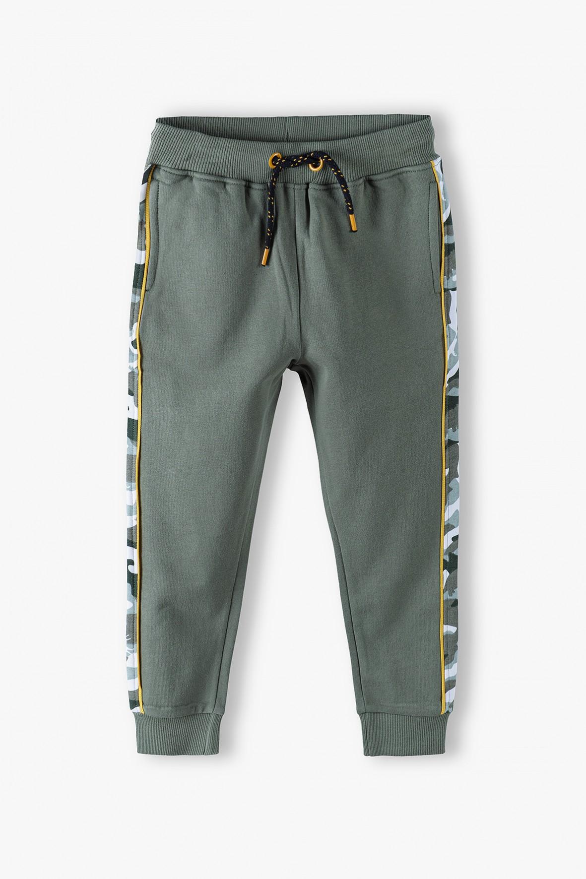 Bawełniane spodnie dresowe chłopięce z lampasami w moro
