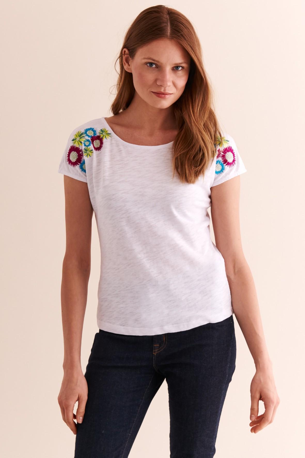 Bluzka damska biała z kwiatami na ramionach