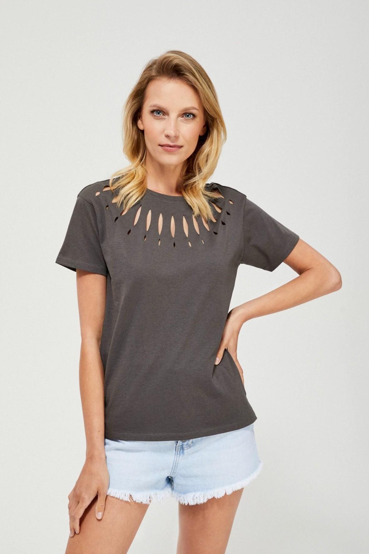 Szary t-shirt  damski na krótki rękaw z ozdobnymi  wycięciami
