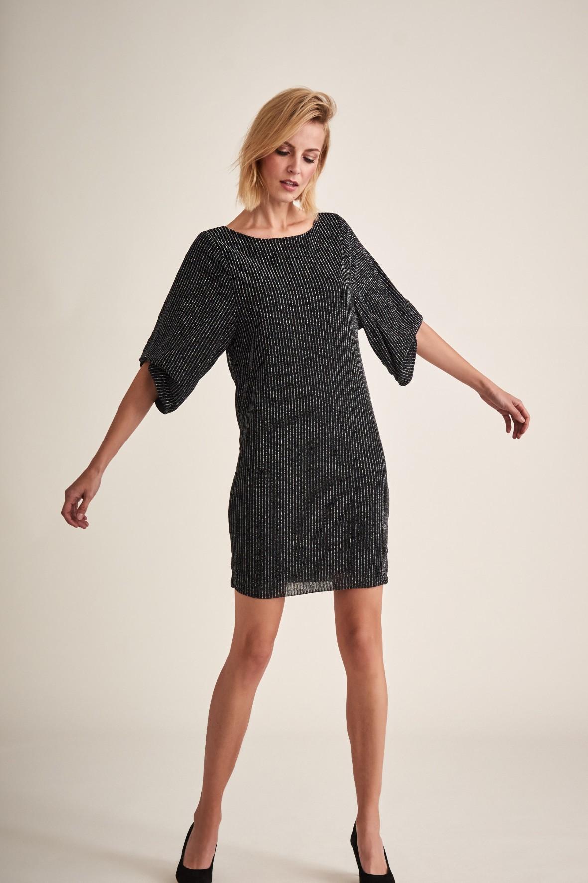 Sukienka damska - czarna z szerokimi rękawami