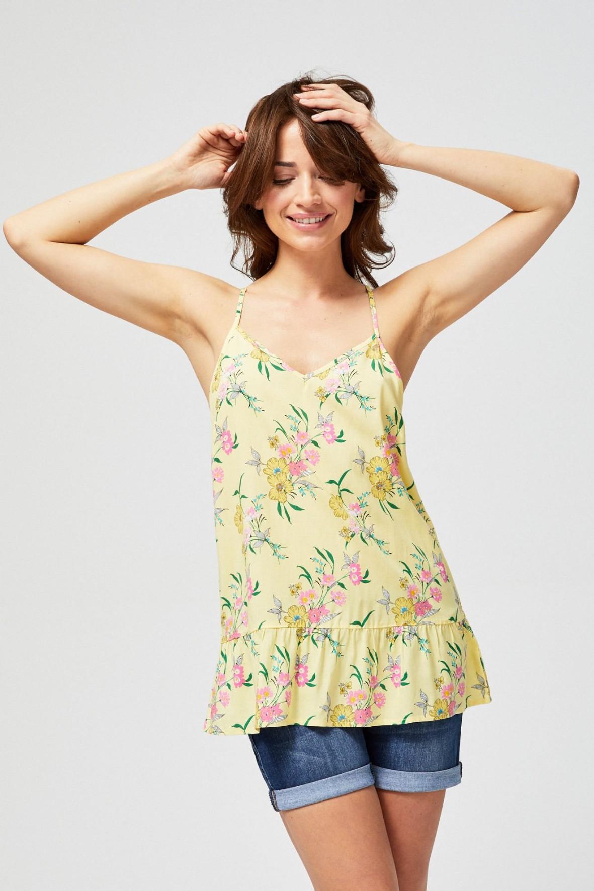 Bluzka damska na ramiączkach z ozdobną falbaną w kwiaty żółta