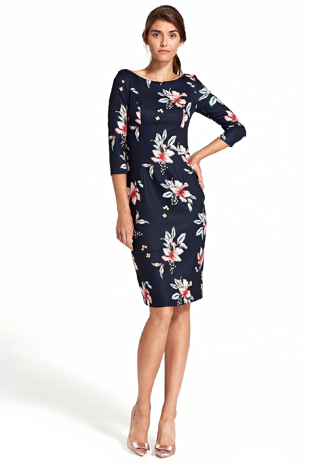 Sukienka damska w kwiaty z delikatnym wycięciem na plecach