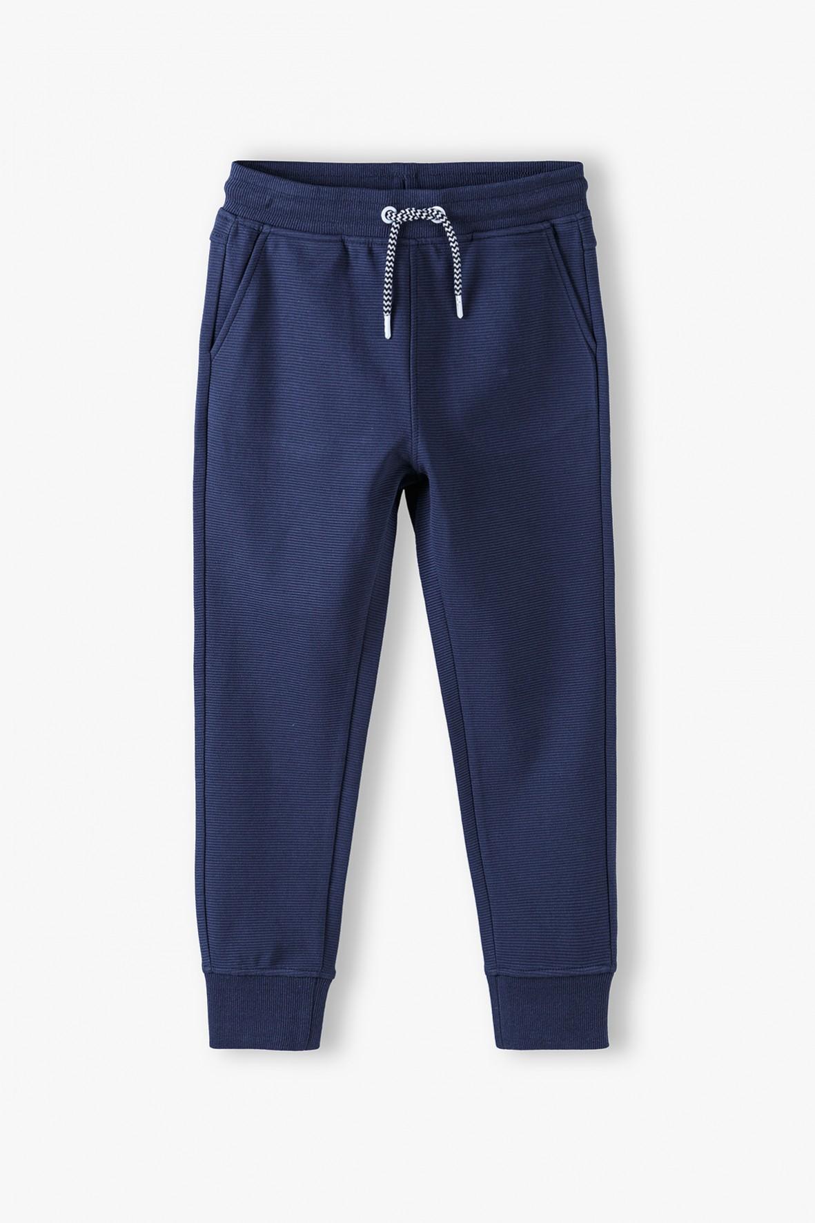 Bawełniane spodnie dresowe chłopięce granatowe