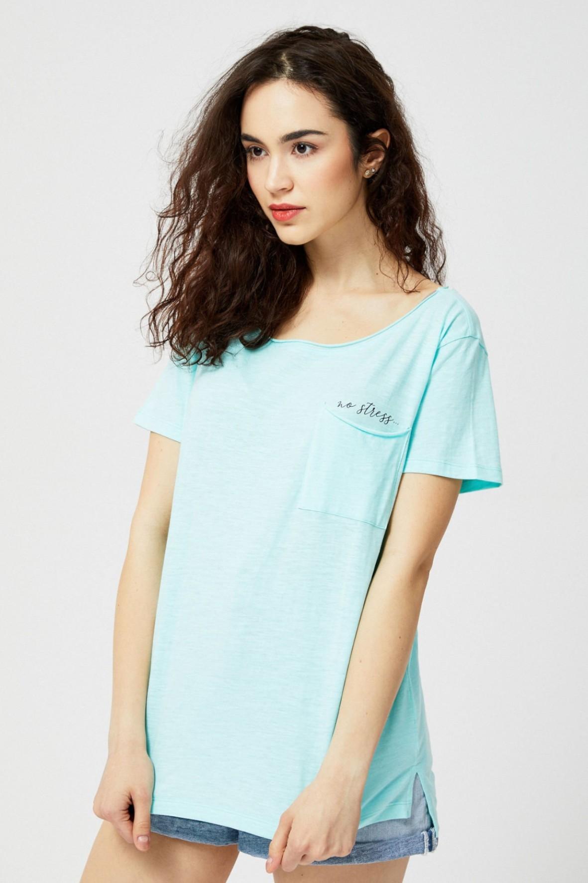 T-shirt damski bawełniany z kieszonką- niebieski