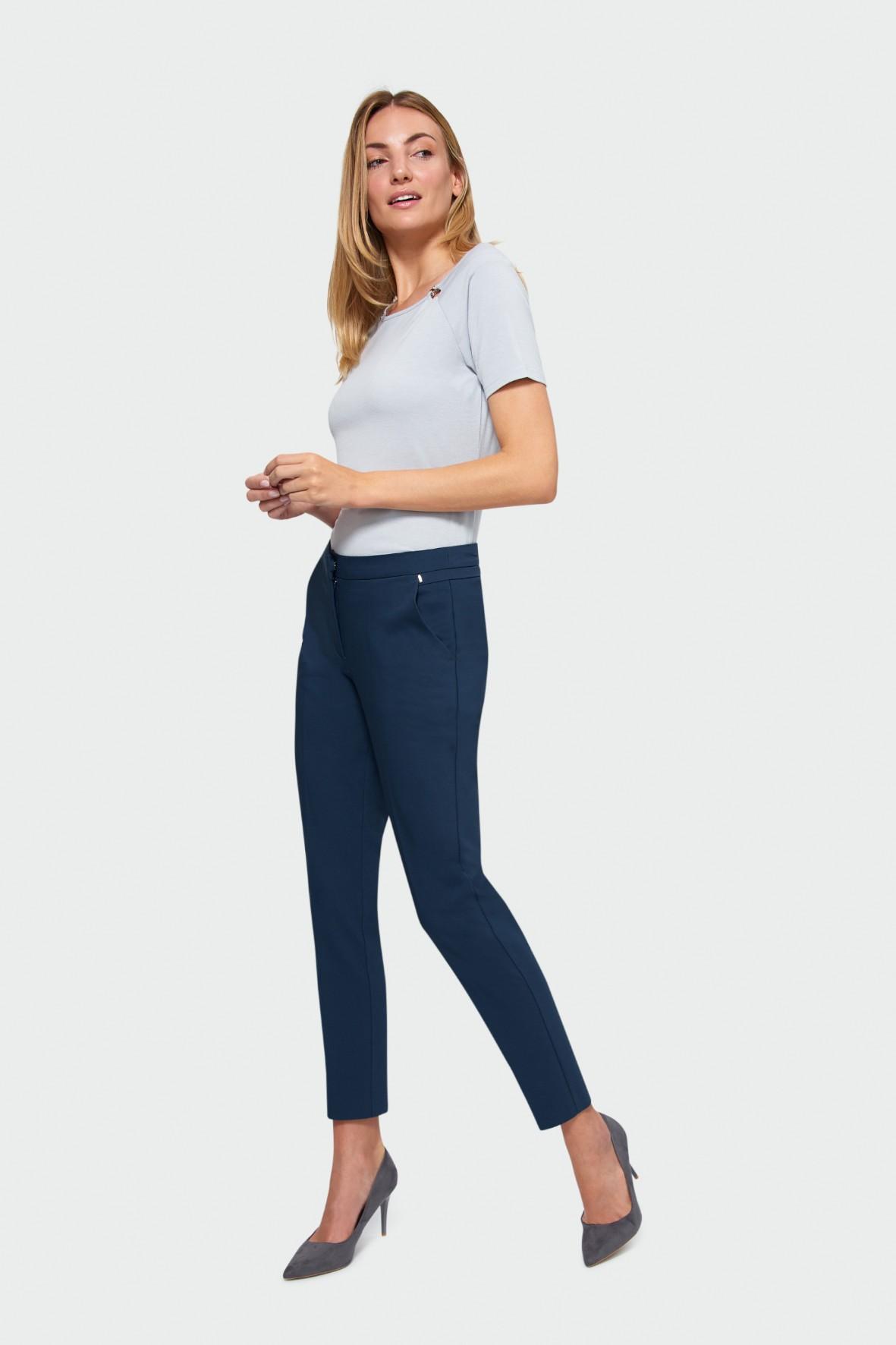 Eleganckie spodnie o klasycznym kroju - granatowe
