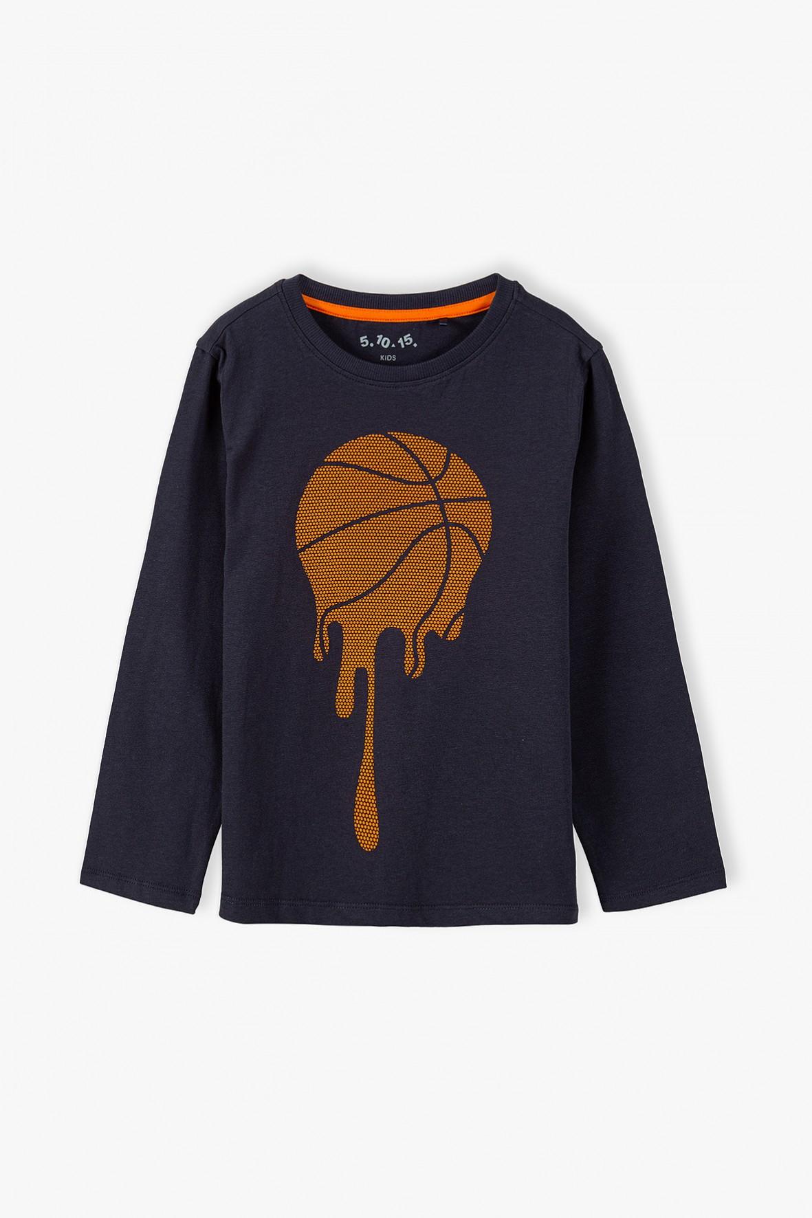 Bawełniana bluzka chłopięca z długim rękawem - granatowa z piłką