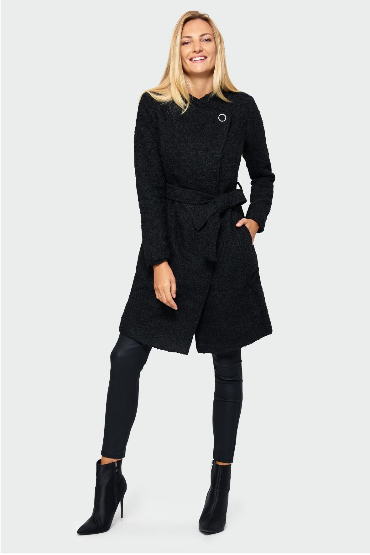 Płaszcz dasmki z asymetrycznym zapięciem - czarny