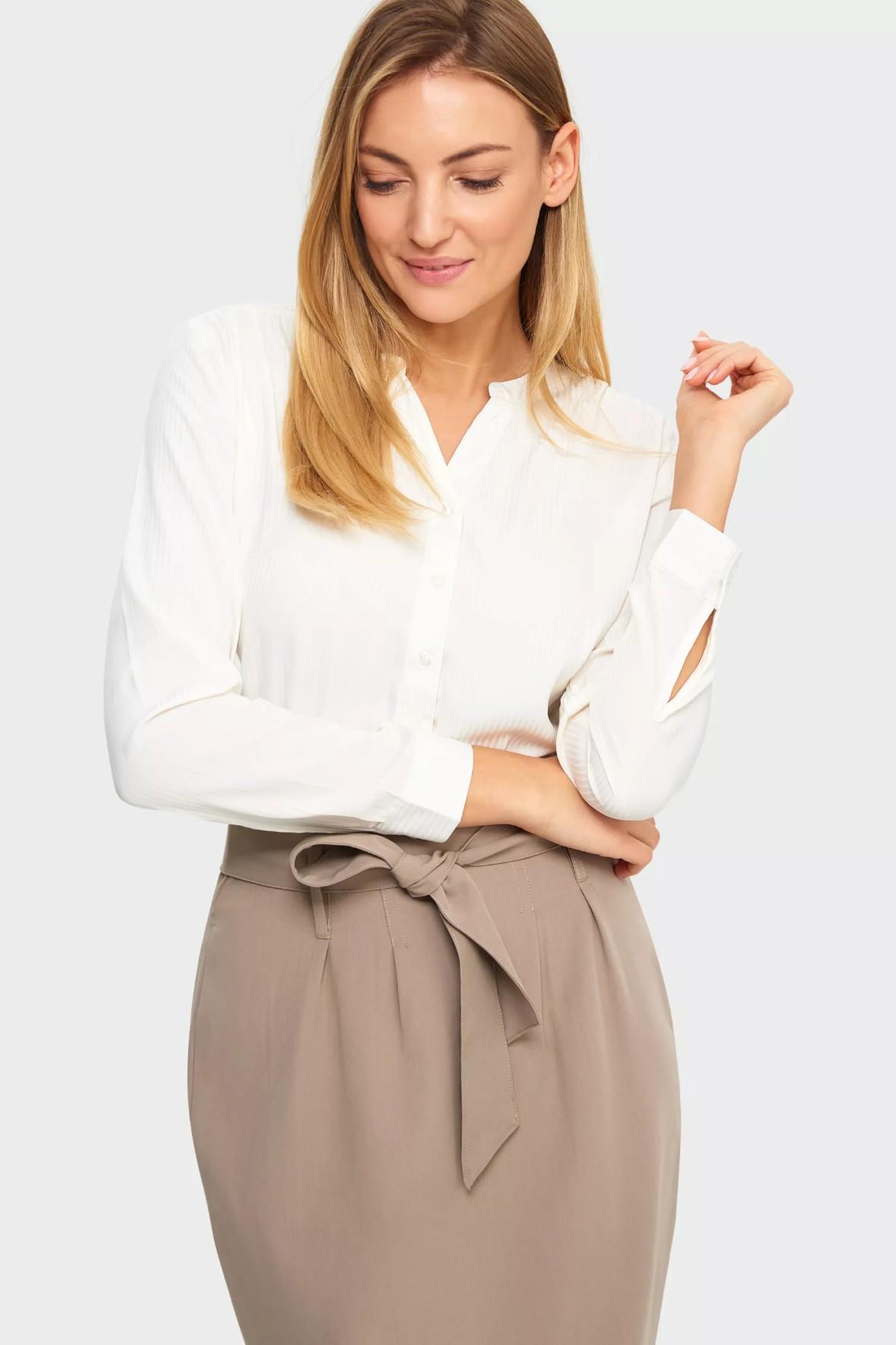 Bluzka damska rozpinana w kolorze białym