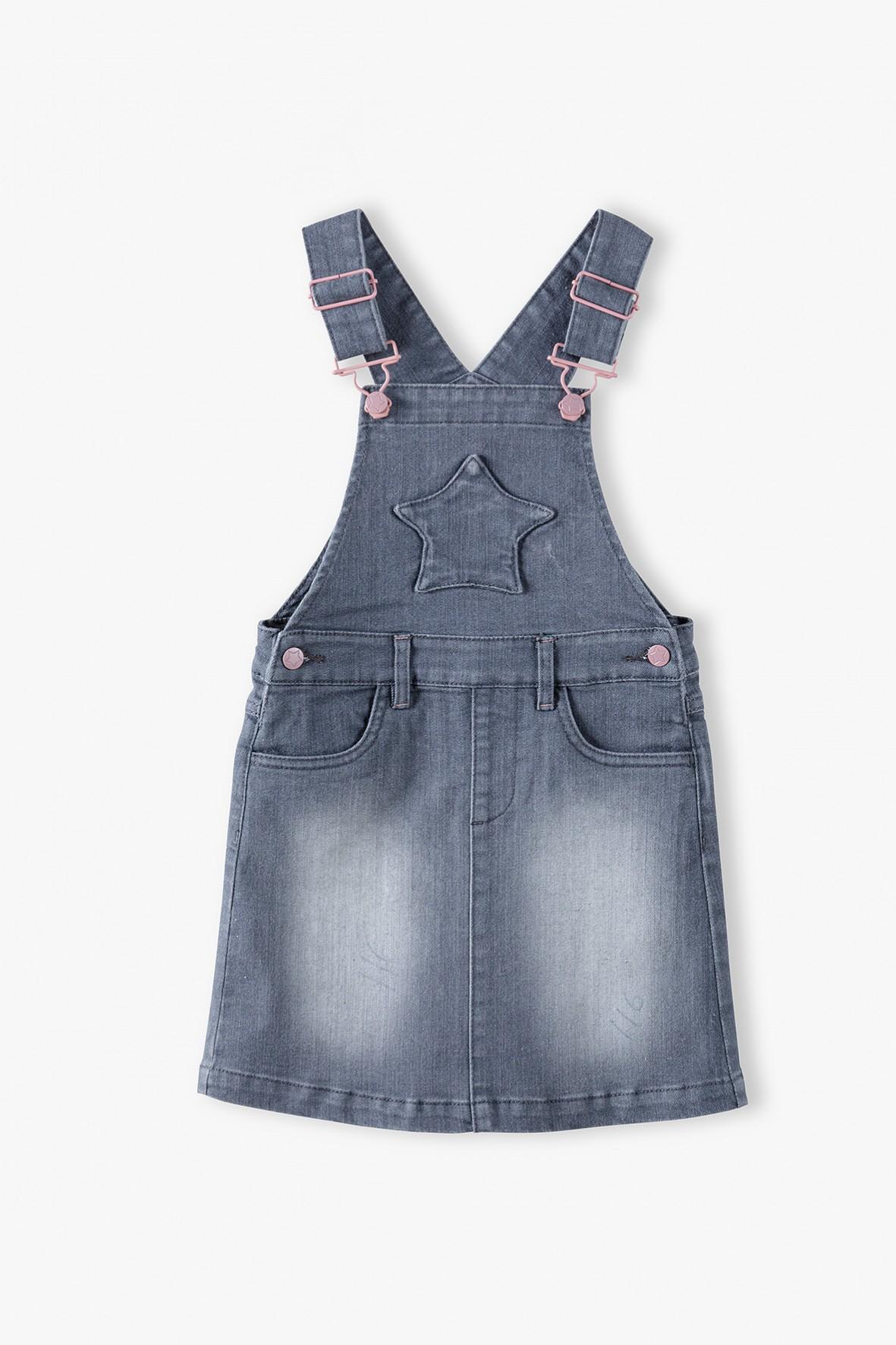 Szara sukienka jeansowa ogrodniczka