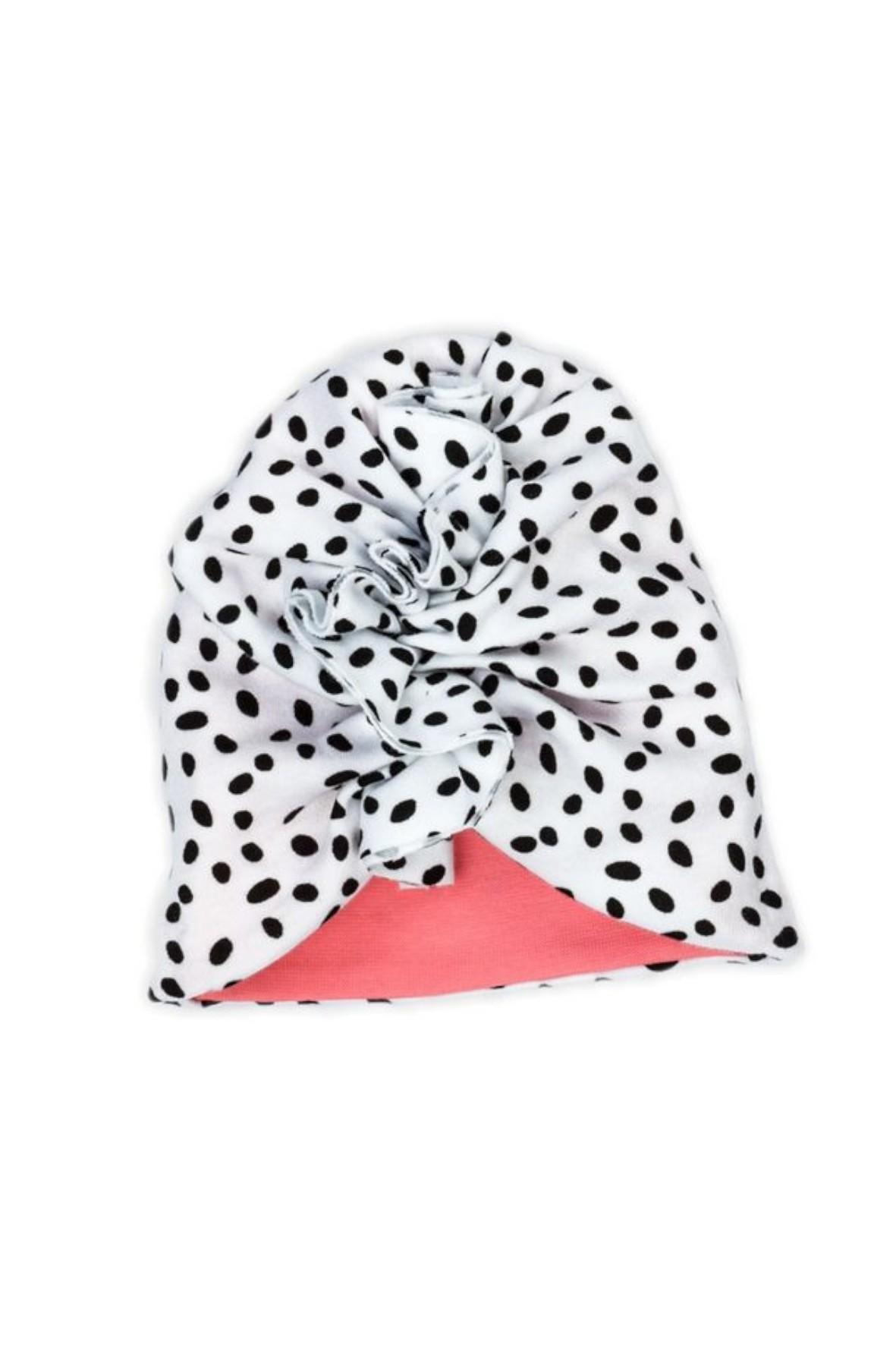 Bawełniany turban wykonany z białej bawę\ełny w czarne kropki