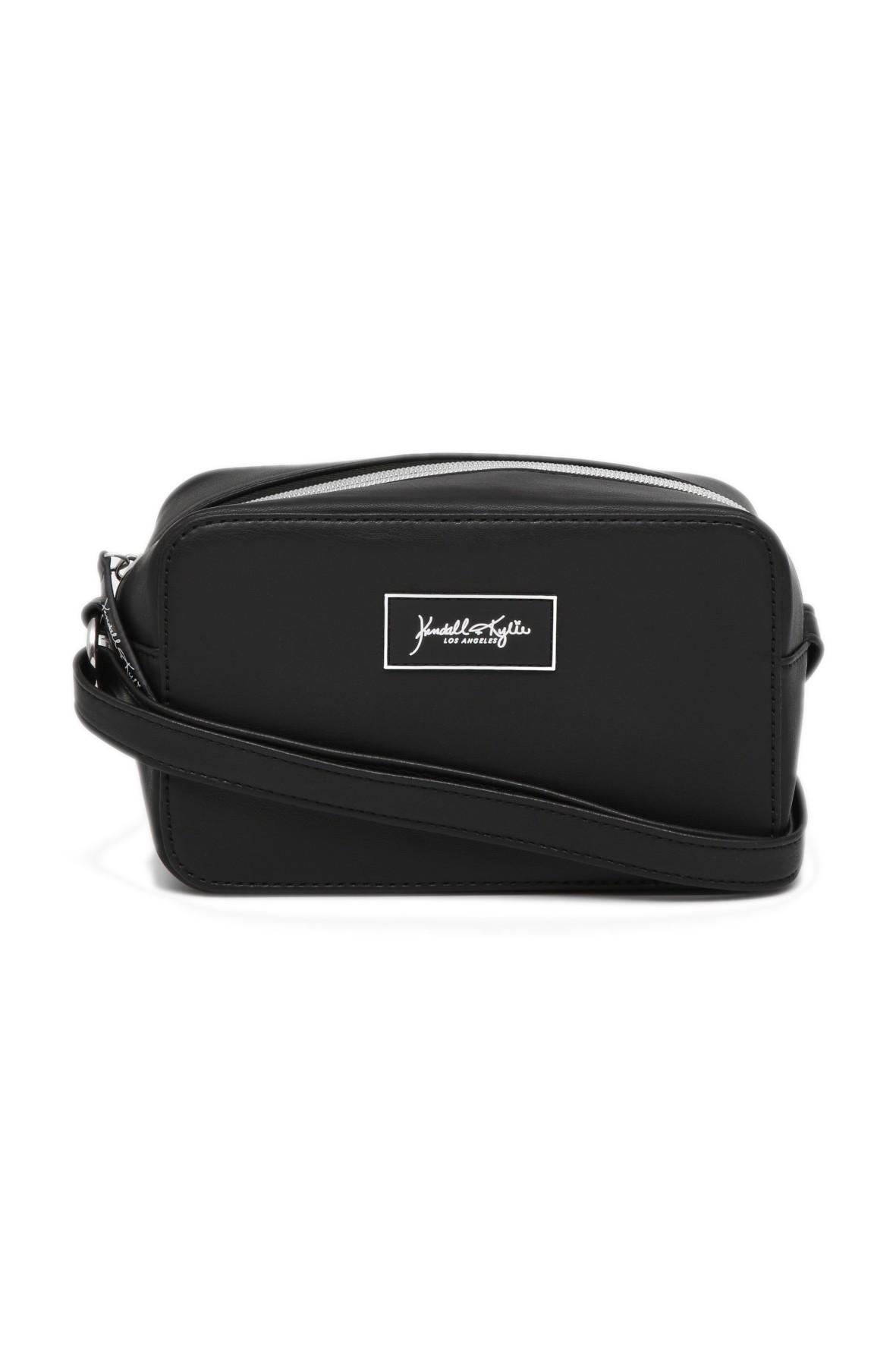 Czarna pudełkowa torebka na długim, regulowanym pasku