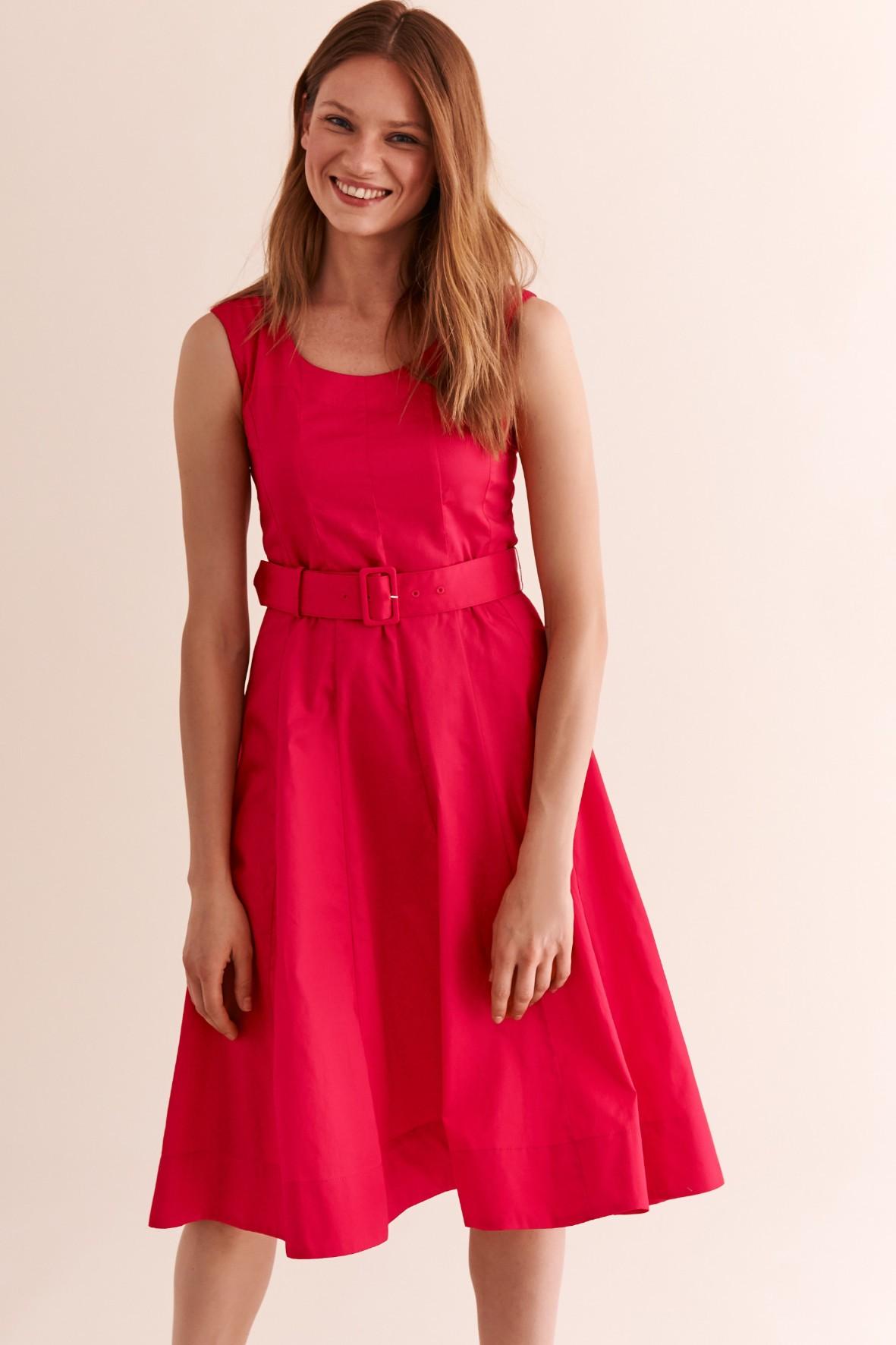 Sukienka czerwona z paskiem w talii