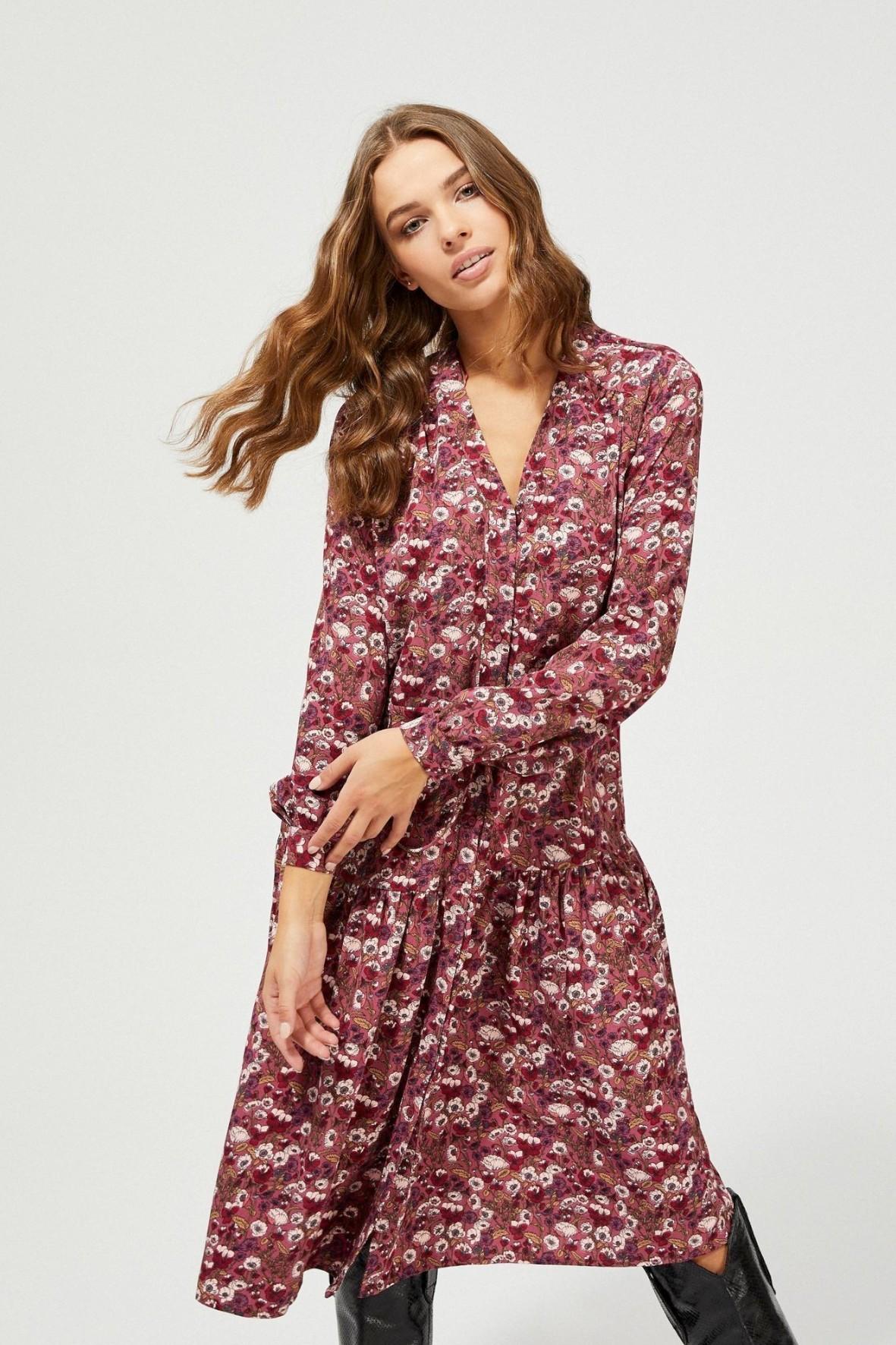 Sukienka z falbaną i kwiatowym wzorem