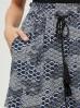 Szorty damskie z geometrycznym wzorem granatowe