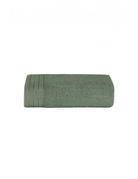 Bawełniany ręcznik w kolorze zielonym o wymiarach 70x140 cm