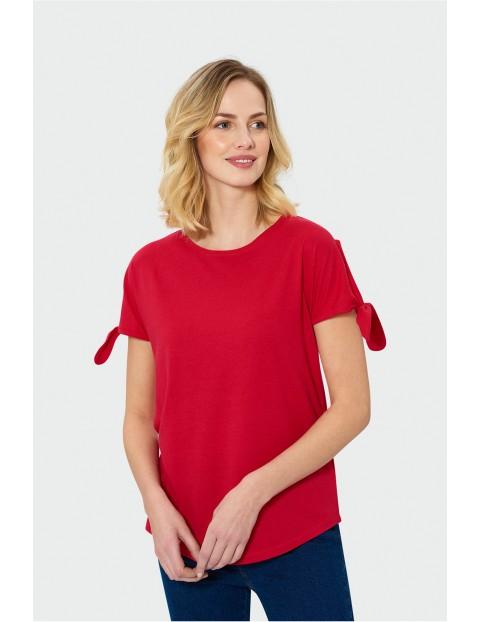 Czerwony top damski z wiązaniami na rękawach