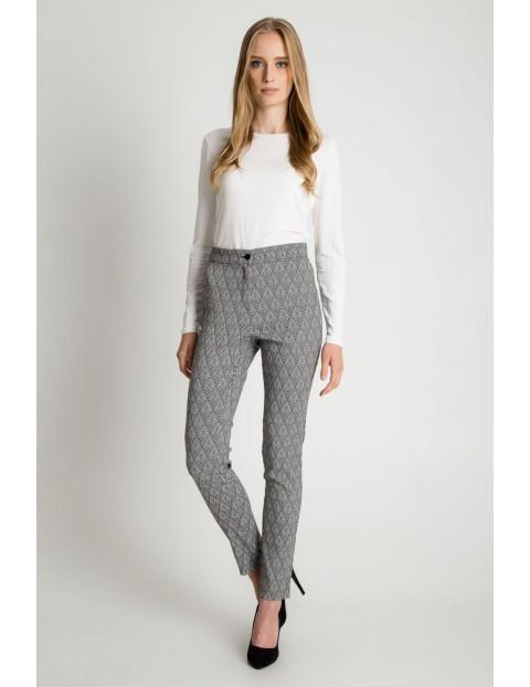 Klasyczne spodnie w kant z kieszeniami