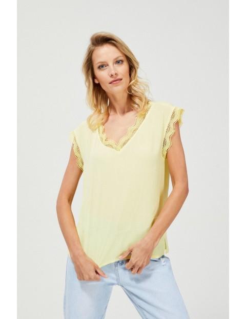 Bluzka damska koszulowa z elementami z koronki dekolt w serek żółta
