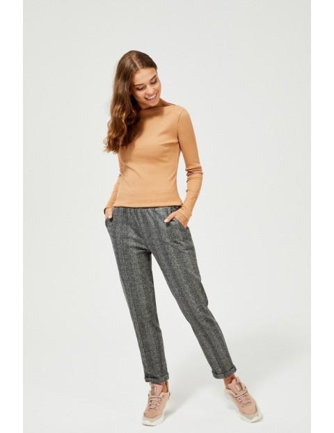 Brązowa bawełniana bluzka z prążkowanej tkaniny z długim rękawem