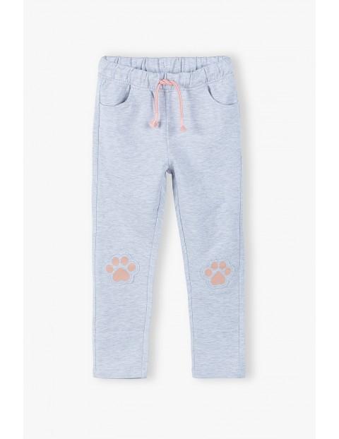 Spodnie dresowe dziewczęce z łapkami na kolanach - szare