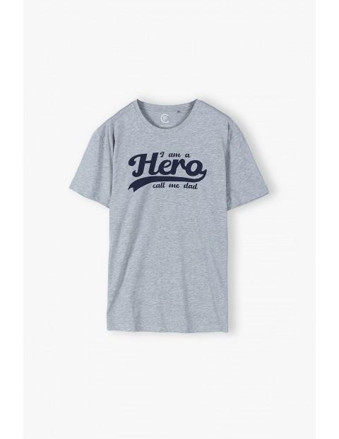 T-shirt dla mężczyzny szary z napisem- Hero - ubrania dla całej rodziny