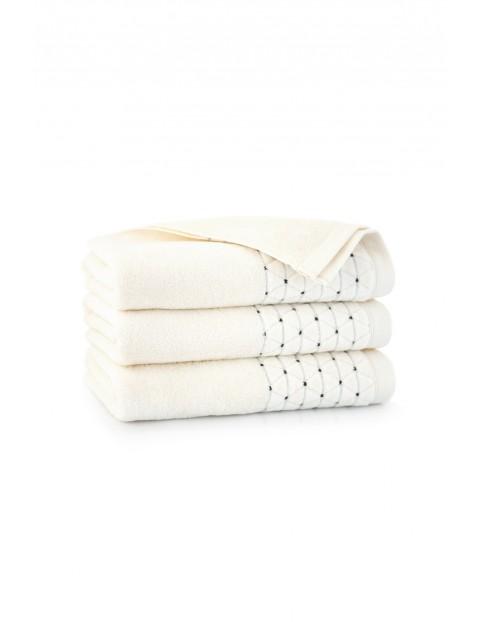 Ręcznik antybakteryjny Oscar z bawełny egipskiej kremowy- 50x100 cm