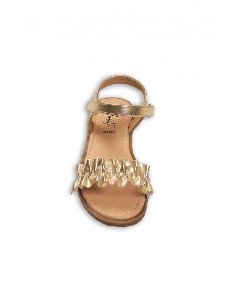 Złote sandałki dziewczęce na lato