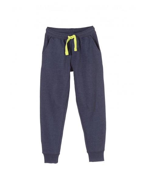 Spodnie dresowe chłopięce 2M3303