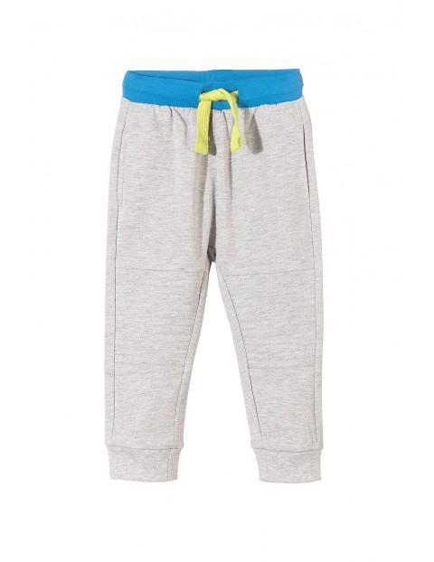 Spodnie dresowe chłopięce 1M3421