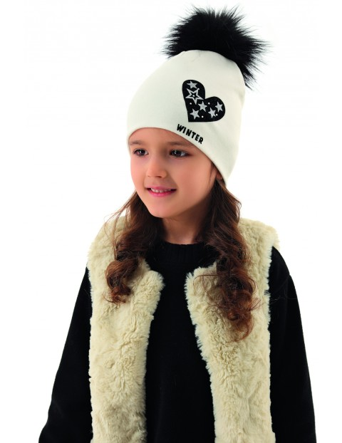 Czapka dziewczęca z serduszkiem i dużym pomponem - biała