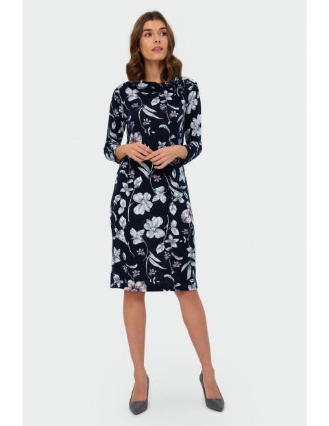 Sukienka z kwiatowym nadrukiem stójka z ozdobnym detalem