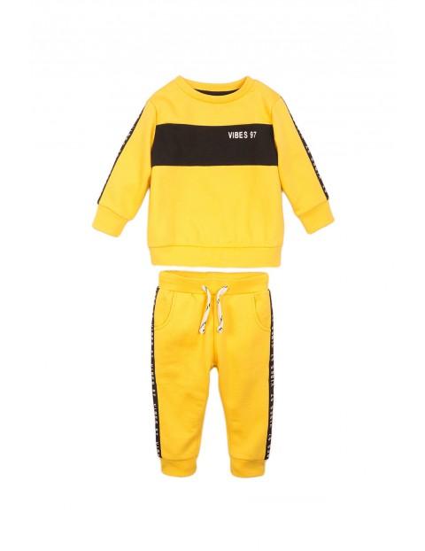 Komplet niemowlęcy bluza dresowa i spodnie - żółty