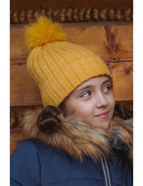 Czapka zimowa dla dziewczynki w kolorze miodowym