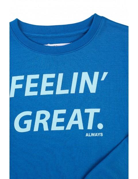 Bluza dresowa chłopięca niebieska z napisami z przodu