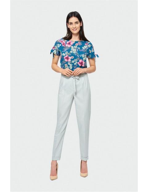 Beżowe spodnie z wysokim stanem z wiązanym paskiem