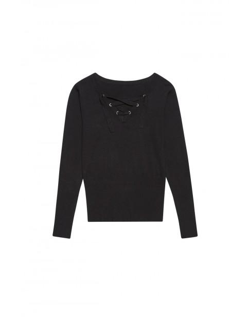 Sweter z ozdobny dekoltem  - czarny