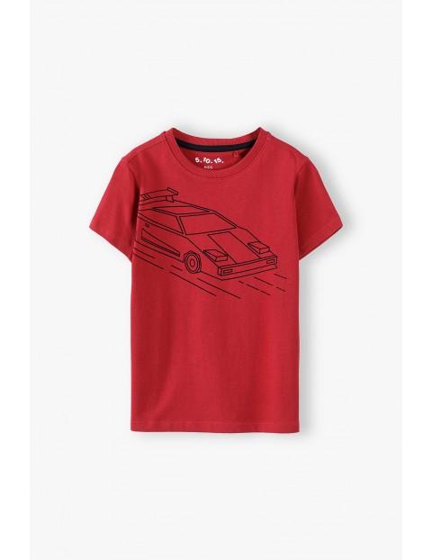T-shirt chłopięcy bawełniany czerwony z samochodem