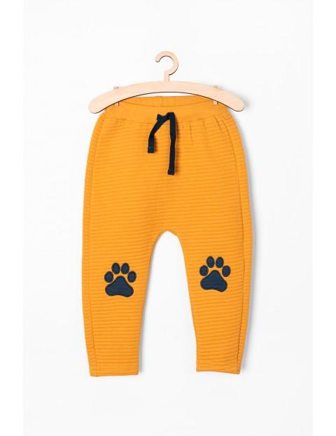 Spodnie dresowe niemowlęce - pomarańczowe z łatkami na kolanach