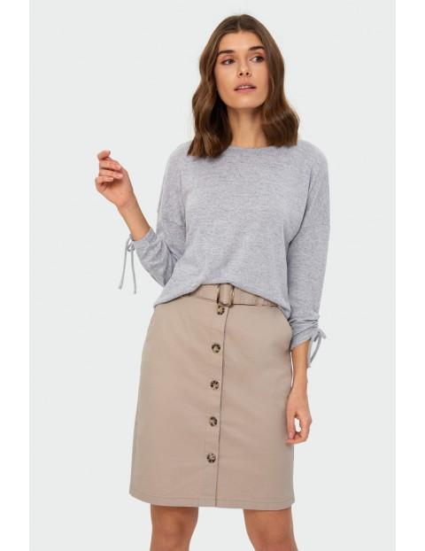 Sweter o luźnym kroju ściągacz na rękawie z troczkiem- ubrania dla kobiet