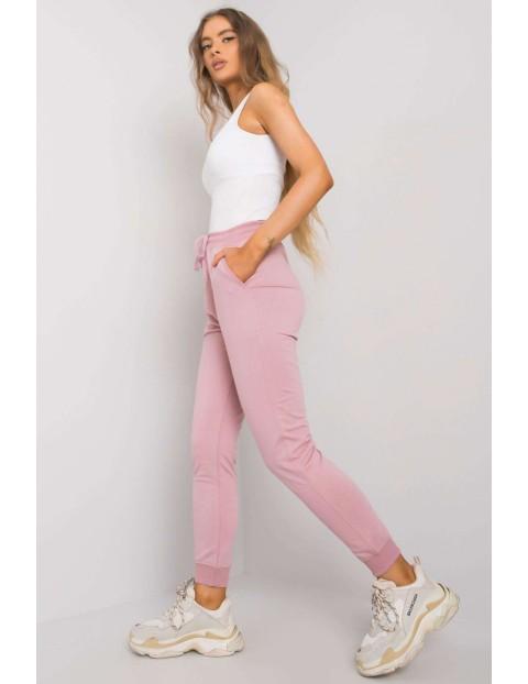 Różowe dresowe joggery damskie